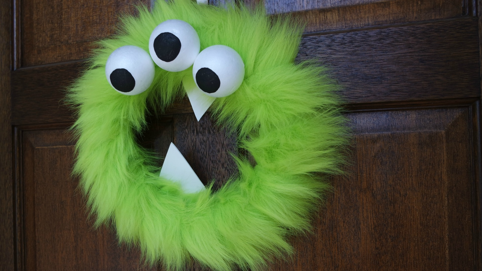 Monster Halloween Wreath Tutorial - how to make a Halloween wreath, perfect for decorating your door for Halloween or a monster birthday party