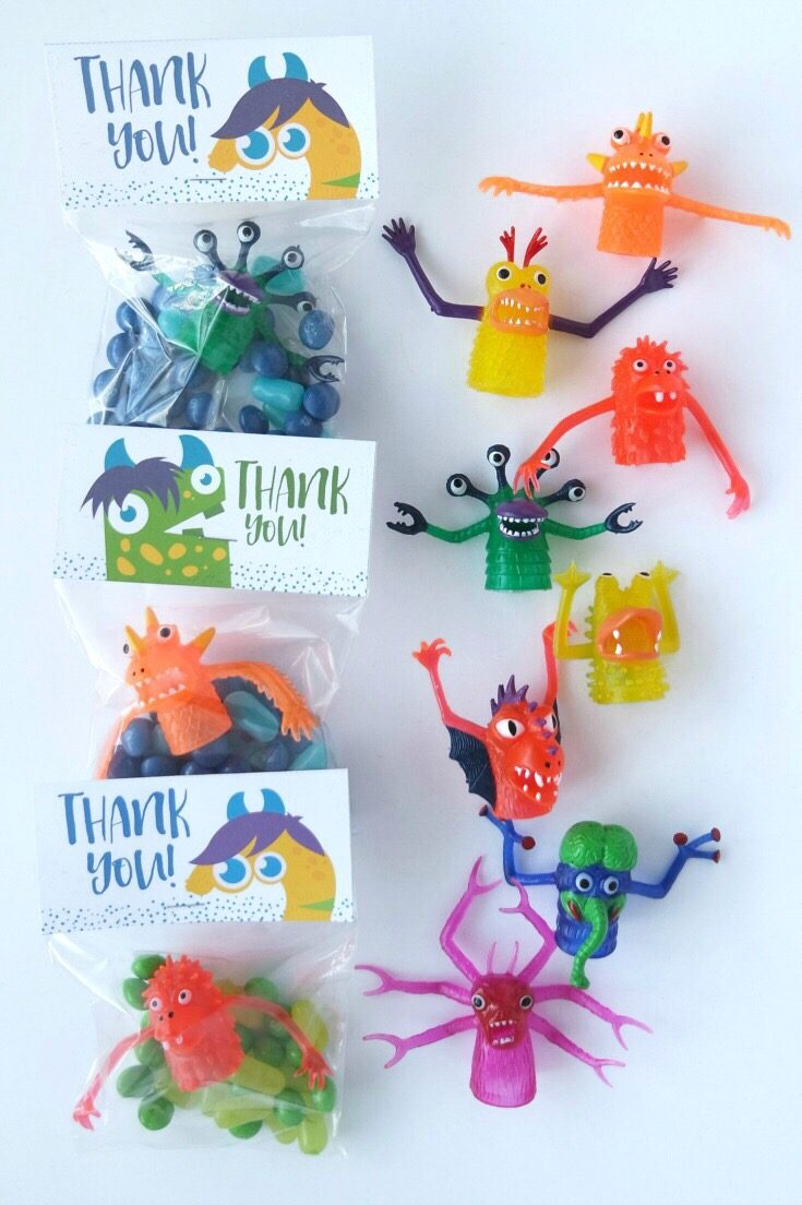These silly monster finger puppets are super versatile. They are perfect monster party favors, cake or cupcake toppers, photo booth props, puppet show actors, and just plain fun.