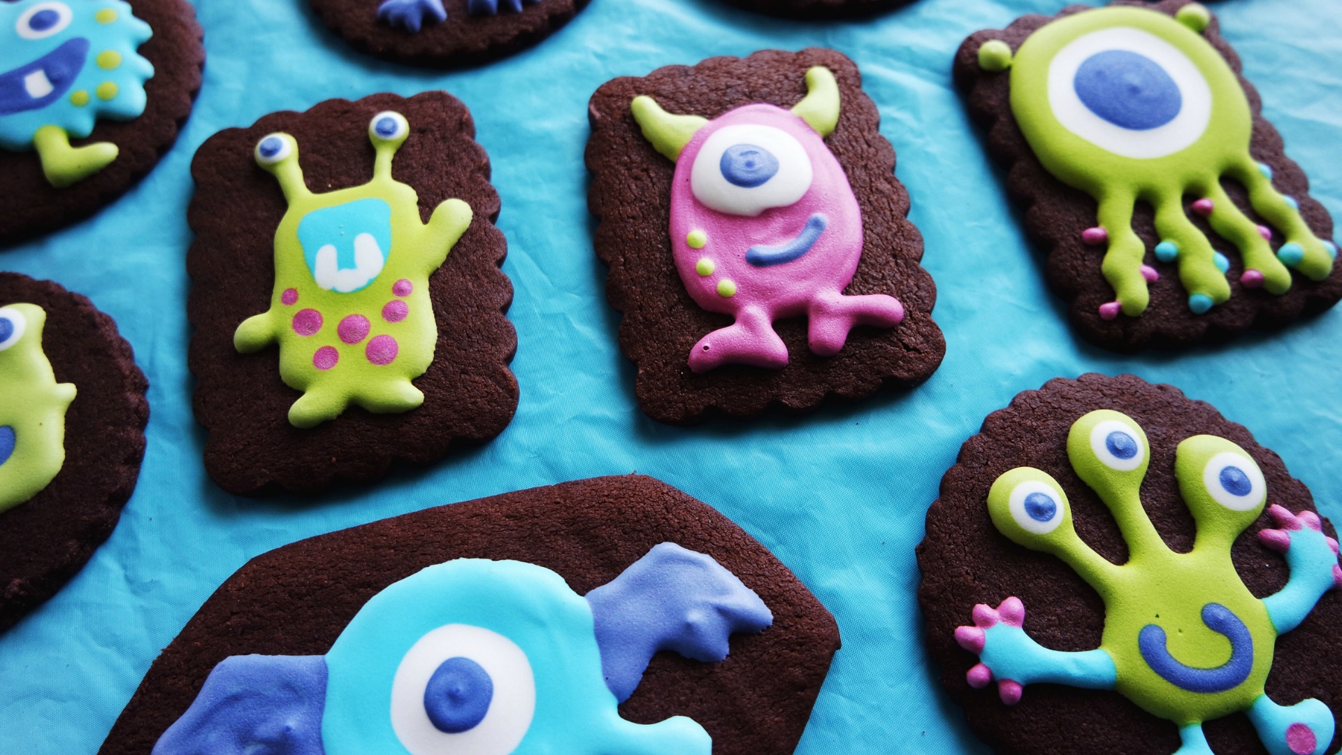 13 Monster Party Favors All Kids Will Love // Fun ideas for monster birthday party favors you can make or buy and cute bags and boxes to put them in. #monsterparty #monsterbirthday