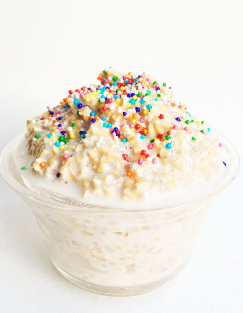 Funfetti Overnight Oats // 15 Birthday Breakfast Ideas You'll Want to Make Right Now | Delicious and fun birthday breakfast ideas for babies, toddlers, and big kids too. Including both indulgently sweet and healthy unique breakfast options. #birthdaybreakfast #birthday #toddlerbirthday