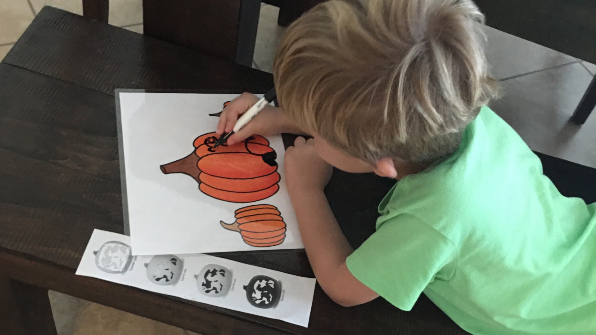 Laminate these free pumpkin coloring pages for an easy toddler Halloween activity: dry erase Jack-o-Lantern face drawing. #toddleractivity #preschoolactivity #halloweenactivity #pumpkin #halloween